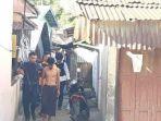 polisi-mengevakuasi-warga-yang-berada-di-lokasi-teror-bom-di-sibolga-selasa-1232019.jpg