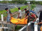proses-evakuasi-jenazah-pria-yang-ditemukan-tewas-di-dalam-kolam-tambak-udang.jpg