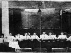 repro-foto-memperlihatkan-suasana-kongres-pemuda-ii-di-batavia-pada-1928.jpg