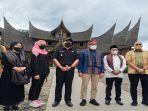 sandiaga-uno-saat-mengunjungi-istana-pagaruyung-di-kabupaten.jpg