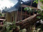 satu-unit-rumah-rusak-akibat-tertimpa-pohon-tumbang-di-kelurahan-bungo.jpg