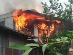 sebuah-rumah-terbakar-di-siteba-padang.jpg