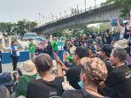 sejumlah-relawan-menampilkan-senam-abjad-bahasa-isyarat-indonesia-bisindo-di-batang-arau-padang.jpg