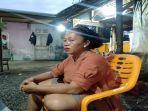 seorang-pedagang-kelapa-muda-di-desa-pauh-barat-kota-pariaman-nurweli-45-saat-ditemui-wartawan.jpg