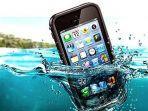 smartphone-jatuh-ke-air.jpg