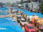suasana-di-pasar-raya-padang-saat-diguyur-hujan-sabtu-852021-sore.jpg