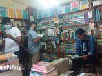 suasana-di-toko-buku-bekas-di-kawasan-padang-teater-pasar-raya-padang.jpg