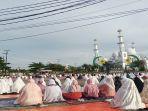 suasana-salat-idul-adha-di-masjid-baiturahmah-padang-selasa-2072021.jpg