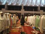 suasana-salat-tarawih-berjemaah-di-masjid-raya-sumbar-senin-1242021.jpg