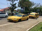 taksi-kuning-yang-mangkal-di-samping-basko-grand-mall-menunggu-penumpang.jpg
