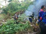 tim-gabungan-pemadaman-api-akibat-kebakaran-lahan-di-bukit-kandang-kecamatan-padang-selatan.jpg