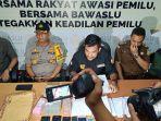 tim-gabungan-satgas-money-politic-pekanbaru-mengamankan-seorang.jpg