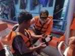tim-sar-mentawai-melakukan-evakuasi-terhadap-nelayan-yang-sempat-dilaporkan-hilang.jpg