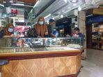 toko-emas-di-pasar-raya-padang-sumatera-barat.jpg