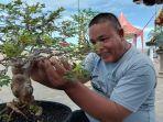 ujang-ater-pria-asal-padang-penyuka-bonsai.jpg