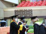 universitas-negeri-padang-wisuda-2085-mahasiswa-digelar-secara-luring-dan-daring.jpg