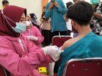 vaksinasi-pelajar-di-smkn-2-kota-pariaman-pada-hari-jumat-2492021.jpg
