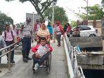 wakil-walikota-padang-hendri-septa-bersama-penyandang-disabilitas-sumatera-barat-melakukan-uji-coba.jpg