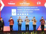wako-hendri-septa-terima-penghargaan-nasional-top-pembina-bumd-award-2021.jpg