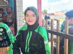 yessi-fitriansyah-24-driver-ojol-wanita-di-kota-padang-kamis-592019.jpg