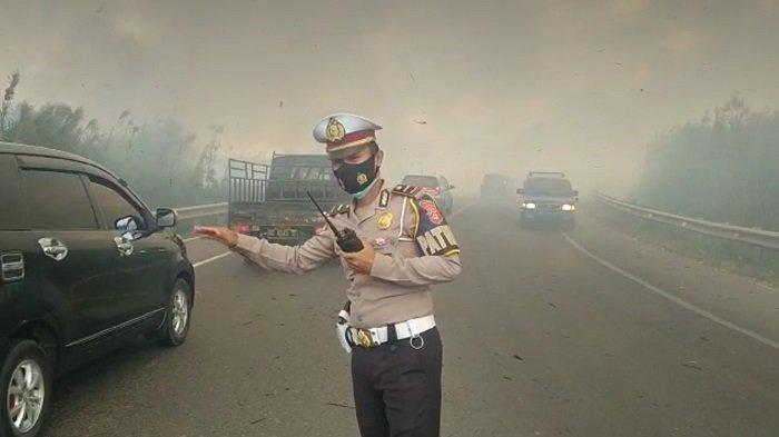 Kabut Asap Selimuti Jalan Lintas Palembang-Indralaya, Bahaya,Pengendara Diimbau Diimbau Hati-hati