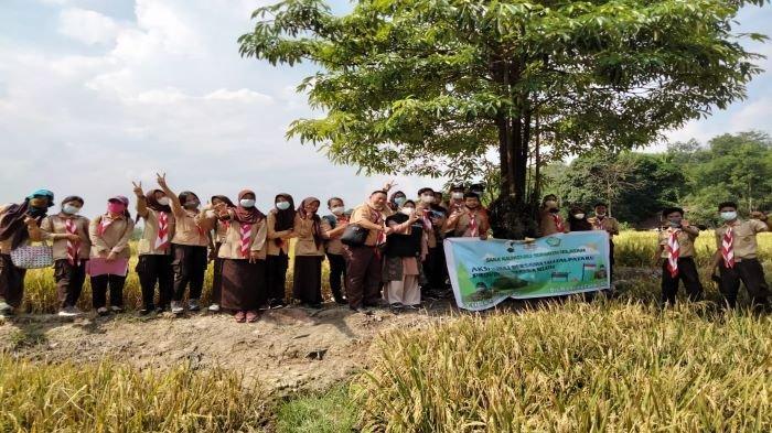 Peringati Hari Pramuka ke-60 Saka Kalpataru Sumsel Kunjungi Desa Proklim Binaan PTBA