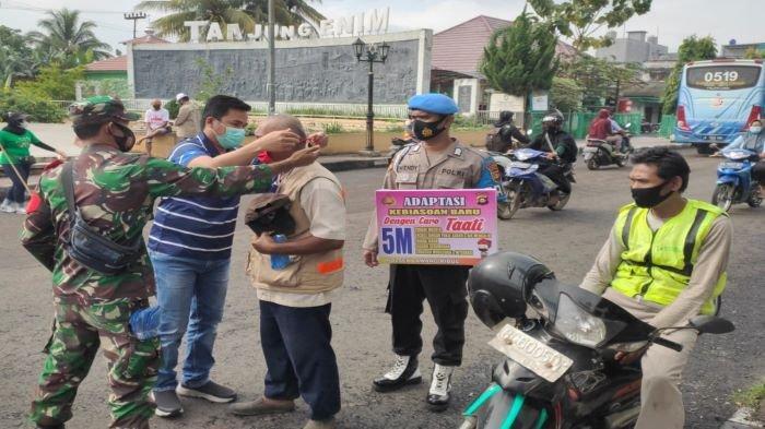 Pemerintah Kecamatan Lawang Kidul bersama Muspida, Muspika dan PTBA membagikan 1000 masker gratis dan sosialisasi vaksin Covid-19 di Kecamatan Lawang Kidul.