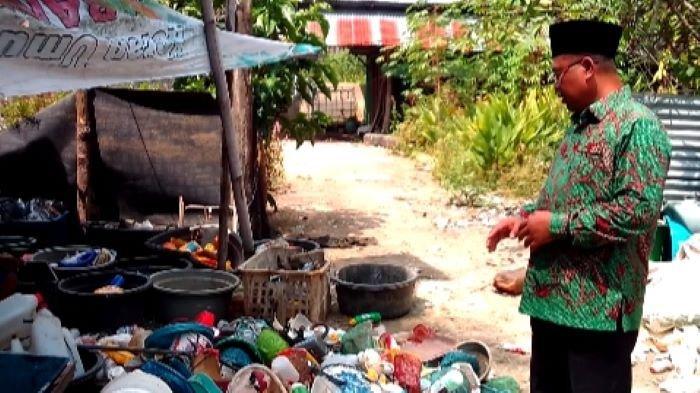 Peduli Kelestarian Lingkungan Fauzi Dirikan Bank Sampah, Dapat Penghargaan Bupati Banyuasin
