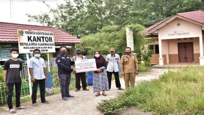 PT Bukit Asam (PTBA) Bantu Rumah Korban Banjir Ujan Mas Muaraenim