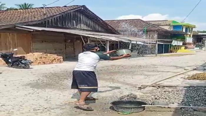 Warga 8 Desa Keluhkan Dampak Proyek Waduk di OKU Selatan, Polusi Debu dan Merusak Jalan