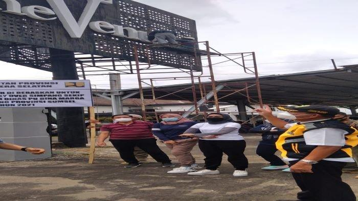 Persiapan Pembangunan Fly Over Sekip Palembang, Dinas PUBM Bersihkan Areal Terkena Pembebasan