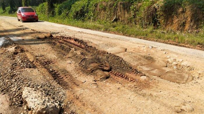 Tiga Bulan Selesai Perbaikan, Jalan Poros Simpang Raja-Jerambah Besi PALI Kembali Berlubang