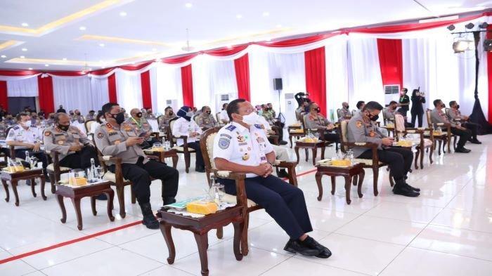 Peserta rapat kerja teknis (rakernis) fungsi lalu lintas (lantas) tahun 2021 di Serpong, Tangerang Selatan, Rabu (10/3/2021).