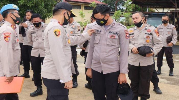 Personil Polri Harus Berpenampilan Baik, Wakapolres Musirawas Cek Sikap Tampang Anggota