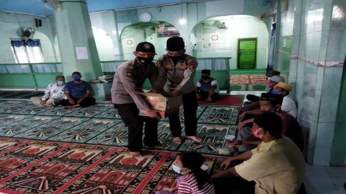 Menyambut Berkah Ramadan, Polsek Baturaja Barat Berbagi Takjil Buka Puasa