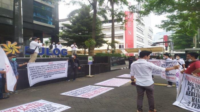 Petani Sumsel Geruduk Kantor Bulog Jakarta, Unjuk Rasa Minta Buwas Pecat Kepala Bulog Sumsel