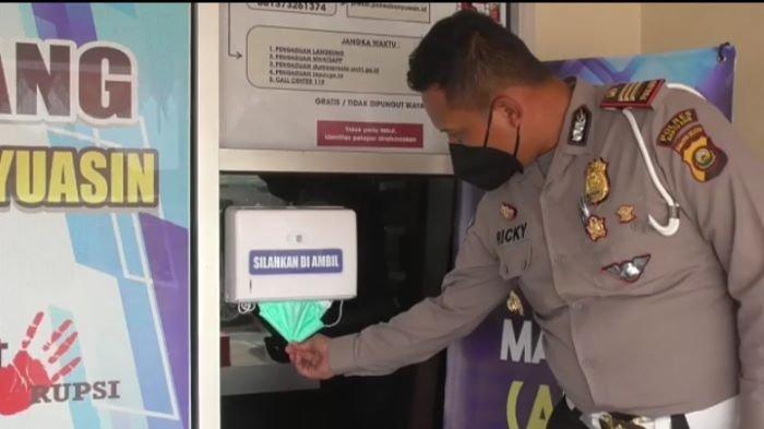 Anjungan Tarik Masker (ATM), Cara Polres Banyuasin Bikin Nyaman Masyarakat Pengunjung