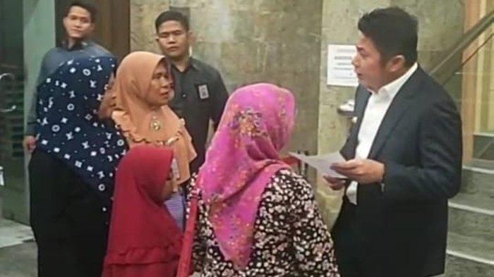 Kehabisan Ongkos, 4 Orang Tua Pasien Thalasemia Ini Nekat Tunggu Gubernur Herman Deru Pulang Ngantor