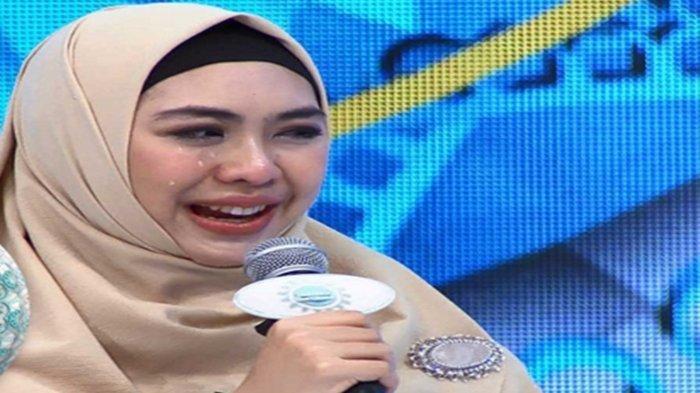 Ayah Wafat saat Ria Ricis Liburan, Oki Setiana Dewi Nangis Kenang Permintaan Terakhir, Ricis Sendiri