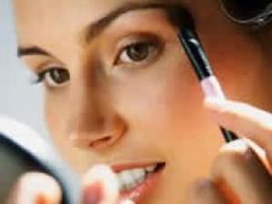 Yuk Belajar Dandan! 8 Urutan Memakai Makeup Ini Wujudkan Riasan Impianmu