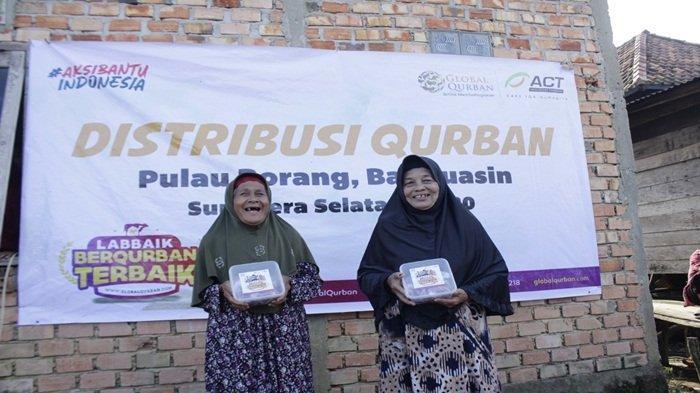 Lembaga pengelola kurban yang diinisiasi oleh ACT (Aksi Cepat Tanggap) mendistribusikan quran di Desa Pulau Borang Banyuasin, Idul Adha Tahun 2020 lalu, dan kembali melanjutkan program di Tahun 2021 ini.