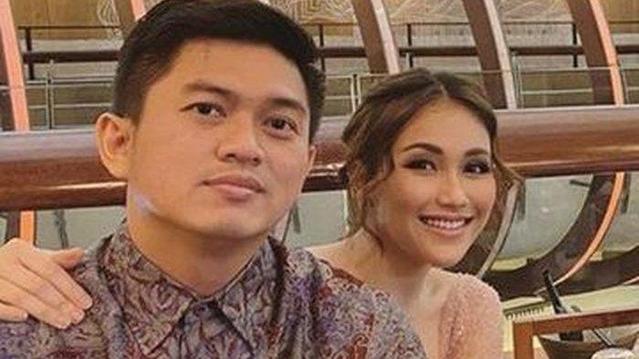 Kondisi Ayu Ting Ting setelah gagal nikah dengan Adit Jayusman terpuruk? Chat WA batalkan souvenir beredar