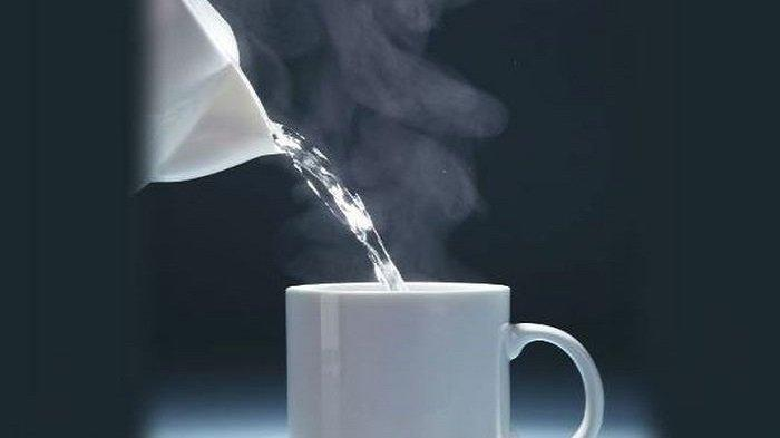 Inilah 12 Manfaat Minum Air Hangat di Pagi Hari yang Wajib Kamu Tahu, No. 3 Cocok untuk Diet!