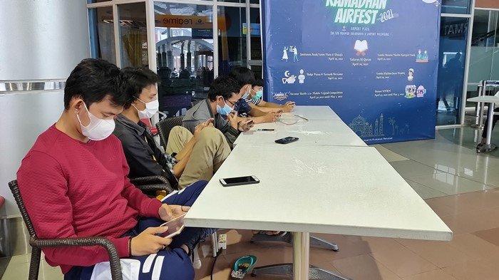 Serunya Ngabuburit di Bandara SMB II Palembang, Milenial Ikut Turnamen E-sport Sambil Nunggu Berbuka