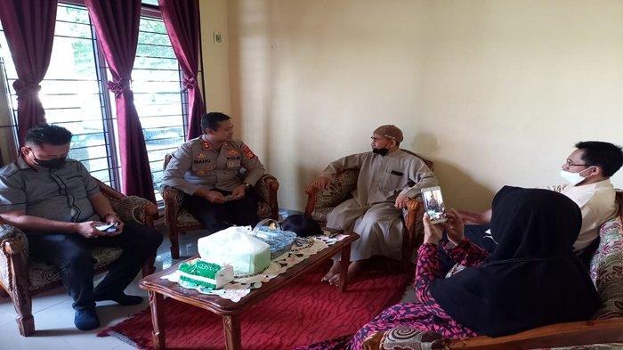 Kapolres OKU Silaturahmi ke Rumah Ketua MUI