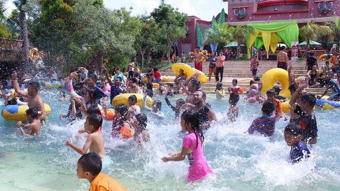 Amanzi Waterpark Usung Tema 'Pesta Hadiah Ketupat Lebaran'