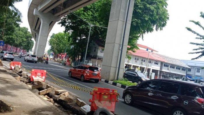 Sebagian Jalan yang Ambas di Depan PN Palembang Kini Diperbaiki
