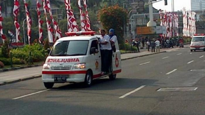 Ambulans Gerindra Hilir Mudik Angkut Demonstran Terluka