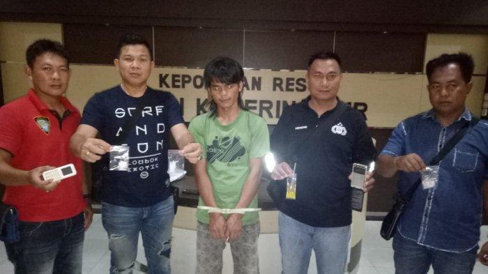 Pria Ini Pasrah Dikepung Tim Macan Komering, Kepergok Simpan Paketan Narkoba Sabu-sabu Siap Jual