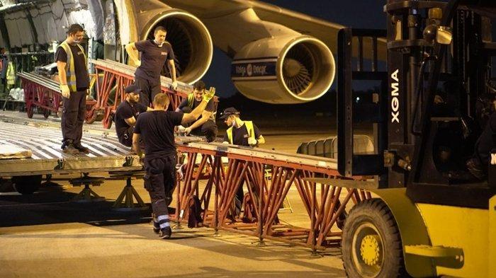 Crane Saja Masuk, Pesawat Antonov 124-100 Mendarat di SMB II Palembang Bawa Peralatan ConocoPhilips